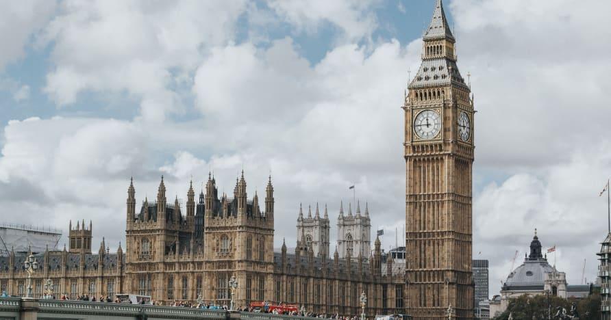Pourquoi les modifications de la loi britannique sur les jeux de hasard de 2005 doivent-elles attendre jusqu'en 2022?